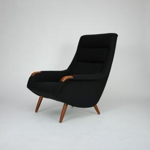 Piękny modernistyczny fotel. Wytworny projekt lat 60-tych. Regulowane oparcie z ukrytym mechanizmem. Nogi i wykończenie podłokietników z masywu tekowego. Poszycie z wełny meblowej. Oryginalny produkt duński.