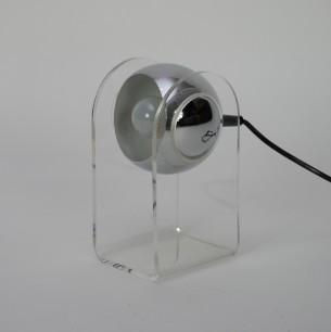 Lampa stołowa stworzona na bazie projektu z 1968, GINO SARFATTI dla Artluce .  Klosz metalowy dowolnie regulowany. Podstawa akrylowa.