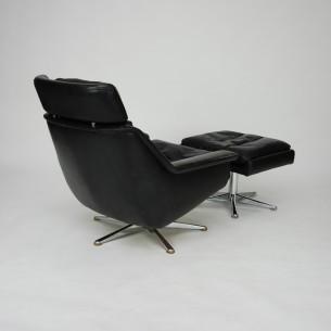 Efektowny, obrotowy fotel z podnóżkiem. Duński produkt z manufaktury ESA. Bardzo ciekawa forma w skórzanym, naturalnym wykończeniu. Sygnowany.