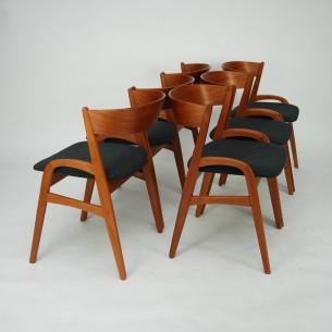 Krzesła z masywu tekowego. Bardzo ciekawa forma. Solidna i stabilna konstrukcja. Drewno olejowane. Modernistyczny produkt duński lat 60-tych.