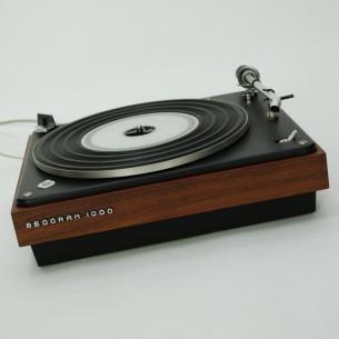 Gramofon z kultowej wytwórni Bang & Olufsen. Projekt Jacob Jensen . Przedmiot nie tylko dla fanów dobrego brzmienia ale i dizajnu.