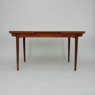 Rozkładany tekowy stół. Bardzo ciekawa forma. Ładne wykończenia. Masyw (nogi, i obrzeża blatu) i fornir tekowy, olejowany. Dwie kombinacje rozłożenia. Kontynuacja usłojenia na wszystkich blatach. Produkt duński lat 60-tych.