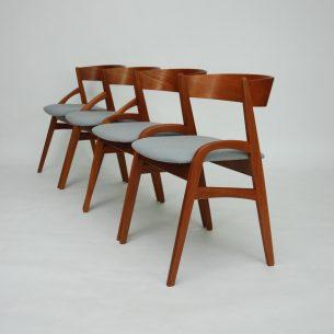 Dwa krzesła z masywu tekowego. Bardzo ciekawa forma. Solidna i stabilna konstrukcja. Obszerne siedziska. Profilowane oparcie z egzotycznej sklejki. Drewno olejowane. Modernistyczny produkt duński lat 60-tych.