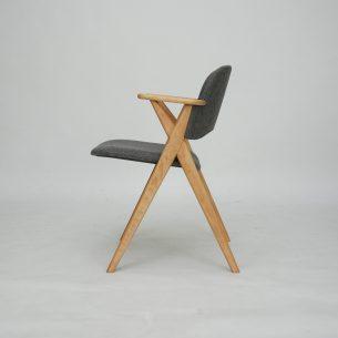 Unikatowe bukowe krzesło. Minimalistyczna forma lat 60/70-tych. Ponadczasowy, nowoczesny dizajn. Solidna konstrukcja. Drewno olejowane.