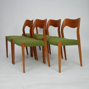 Set pięciu krzeseł Niels O. Møller model 71. Wyrafinowana forma lat 60-tych. Piękne profilowane oparcie na fornirowanej sklejce. Efektowne organiczne linie. Oryginalny produkt duński.