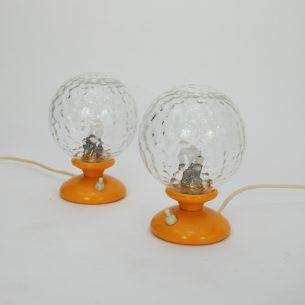 Para żółtych lampek. Podstawa plastikowa. Klosz szklany.