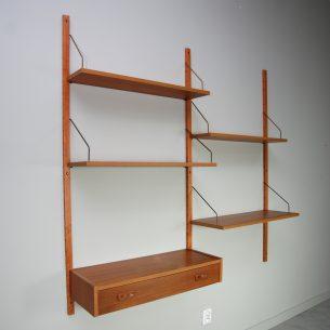 Tekowy system science. Regał duńskie. Szybki montaż/demontaż poszczególnych elementów. Na stałe montuje tylko pionowe listwy. Dowolna konfiguracja. Drewno tekowe olejowane. Krawędzie z laminatu. Listwy mahoniowe. Uchwyty półek z mosiądzu. Produkt lat 60-tych.