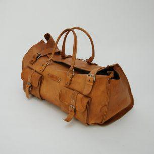 Solidna torba skórzana. Skóra naturalna w kolorze słomkowym. W rzeczywistości jaśniejsza niż na zdjęciach.