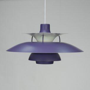 Kultowa lampa PH5. Projekt ikony duńskiego wzornictwa, POULa HENNIGSENa. Wytwórnia Louis Poulsen.