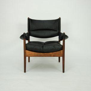 Wytworny fotel z drewna palisandru. Design KRISTIAN SOLMER VEDEL. Poduszka, oparcie oraz podłokietniki z naturalnej skóry. Produkt duński lat 60-tych. Sygnowany.