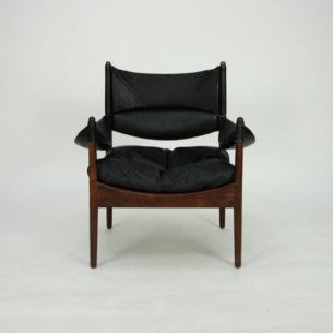 Wytworny fotel z drewna palisandru. Design KRISTIAN SOLMER VEDEL. Poduszka, oparcie oraz podłokietniki z naturalnej skóry. Produkt duński lat 60/70-tych. Sygnowany.