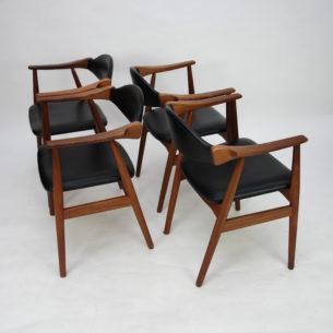 Modernistyczne krzesła z masywu tekowego. Piękna, efektowna forma lat 60-tych. Manufaktura FARSTRUP. Drewno olejowane.  Oryginalny produkt duński. Wkrótce w sprzedażny.