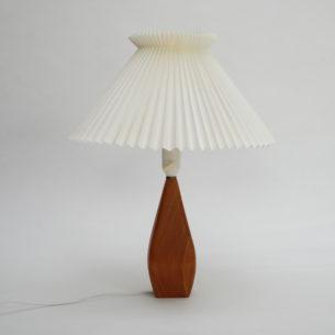 Piękna lampa z podstawą z masywu tekowego. Abażur z wytwórni Le Klint. Oryginalny produkt duński.