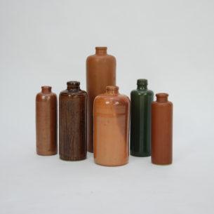 Zestaw kamionkowych butelek. Część z wytwórni M.K.M. kilka bez sygnatury.