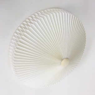 Plafon z kultowej, duńskiej wytwórni LE KLINT. Wersja z tworzywa sztucznego. Produkt oryginalny.