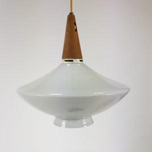 Ciekawa lampa z lat 60-tych. Piękny, biały klosz.
