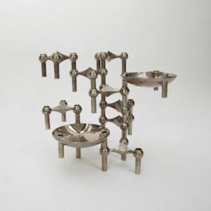 Kultowe świeczniki, FRITZ NAGEL & CEASAR STOFFI dla BMF. Sam tworzysz formę i decydujesz o jej rozmiarach. Zbieranie i powiększenie kolekcji daje wspaniały efekt. Ten zestaw składa się z 11 elementów. 9 świeczników + 2 miski BMF. Miski mają inny rozstaw ale przy nieregularnej konstrukcji jest to bez znaczenia.