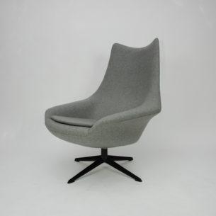 Efektowny, obrotowy fotel. Duński produkt autorstwa H.W. Kleina. Bardzo ciekawa forma z lat 60-tych.