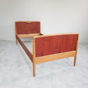 Piękne tekowo-dębowe łóżko. . Drewno olejowane. Dla singla bądź dziecka. Produkt duński lat 60-tych. Łóżko szybkiego montażu/demontażu (boki wyczepiane).