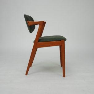 Krzesło autorstwa KAI KRISTIANSENa. Model #42. Wybitnyprojekt lat 60-tych. Drewno tekowe. Wygodne siedziska na pasach. Ruchome oparcie, które dopasowuje się do pozycji użytkownika.