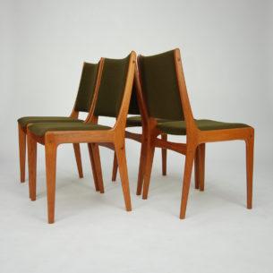 Set sześciu krzeseł z masywu tekowego. Projekt JOHANNESa ANDERSENa dla ULDUM MOBELFABRIK. Oryginalny produkt lat 60/70.