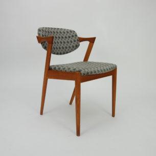 Krzesło autorstwa KAI KRISTIANSENa. Model #42. Wybitnyprojekt lat 60-tych. Drewno dębowe. Wygodne siedziska na pasach. Ruchome oparcie, które dopasowuje się do pozycji użytkownika.