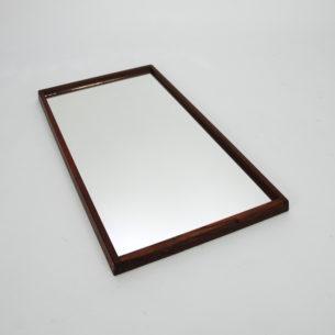 Duńskie lustro w palisandrowej ramie. Design AKSEL KJERSGAARD. Model nr 143. Drewno olejowane. Oryginalny, sygnowany produkt duński.