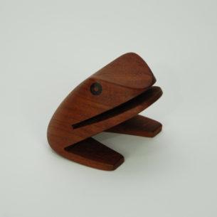 Modernistyczna żaba. Figurka do listów/wizytówek. Drewno tekowe.