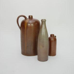 Stara ceramika. Duża butla/dzban i dwie butelki.