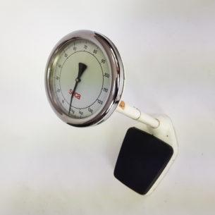 Stara, industrialna waga lekarska. Wyrób z lat 50-60. Ciężka i solidna. Stalowa. Sprawna