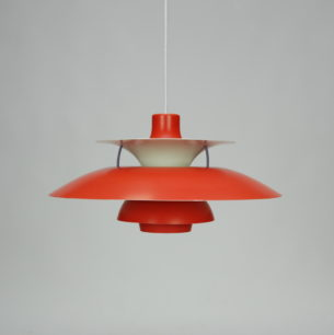 Kultowa lampa PH5. Projekt ikony duńskiego wzornictwa, POULa HENNIGSENa. Egzemplarz w rzadko spotykanym kolorze pomarańczowym.