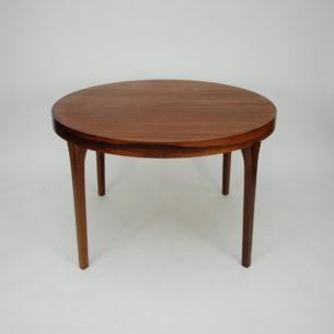Wytworny duński stów w palisandrze. Ciekawa modernistyczna forma i wysoka jakość. Produkt duński lat 60-tych.