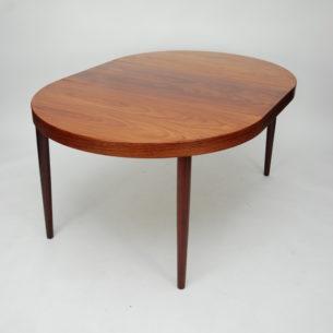 Duński, rozkładanystółw drewnie mahoniowym. Blaty lakierowane. Produkt lat 60-tych.